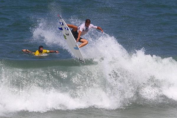 Ricardo Christie pulverizando os recordes em sua estreia em Itacaré (Foto: Daniel Smorigo - WSL)